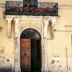 I wouldn't mind this as my front door... #Pennebili #Italy