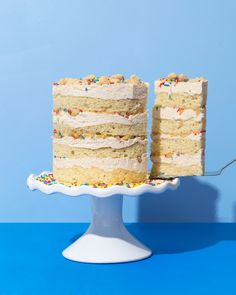 MOMOFUKU MILK BAR INSPIRED HORCHATA BIRTHDAY CAKE     //       The cake itself is a moist cinnamon cake, drizzled with an horchata soak and topped with an horchata buttercream and topped with crunchy crumbs and sprinkles. The recipe is pretty easy, just make sure to give everything enough time to come to room temperature, or you'll get stuck with a broken buttercream like I did!