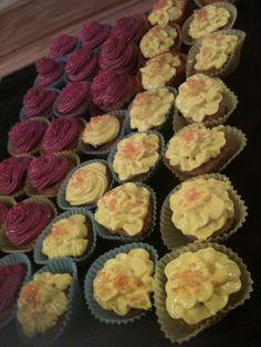Gelbe Blüten mini Cupcakes