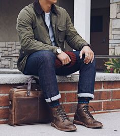 This @taylorstitch waxed cotton rover jacket perfectly fits into this workwear outfit. Kudos to the patterned socks. By @cuffington. Mens Outdoor Fashion, Mens Outdoor Clothing, Mens Fashion, Rugged Men's Fashion, Men's Casual Fashion, Mens Athletic Fashion, Outdoor Men, Fashion Ideas, Estilo Cool