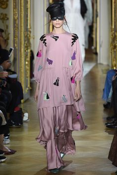 See the complete Ulyana Sergeenko Spring 2016 Couture collection.