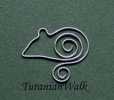 Little mouse bookmark by TuranianWalk on Etsy Wire Jewelry Designs, Metal Jewelry, Wire Bookmarks, Copper Wire Art, Sculpture Textile, Wire Jig, Wire Ornaments, Bijoux Fil Aluminium, Wire Weaving