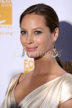 """2007年4月23日ニューヨークで開かれた""""Can -Do"""" Awards に出席した、クリスティー・ターリントン(Christy Turlington)"""