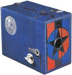 "George Washington Kodak camera-Rainbow Hawk-Eye model C with seal on the side, ""George Washington Bicentennial Antique Cameras, Old Cameras, Vintage Cameras, Vintage Kodak Camera, Photo Lens, Camera Lens, Film Camera, Classic Camera, Camera Photography"