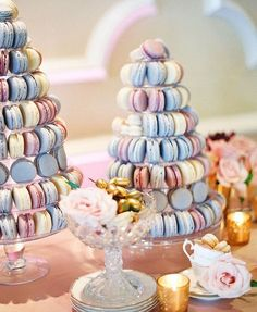 Pantone's ColorS 2016:  Rose Quartz and Serenity blue macarons