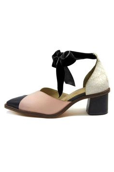 a75e15a8df17 Pump with ankle strap in black velvet ribbon