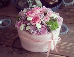 Funeral Flower Arrangements, Christmas Arrangements, Funeral Flowers, Floral Arrangements, Flower Shop Design, Diy Projects For Beginners, Happy Flowers, Spring Home Decor, Leaf Flowers