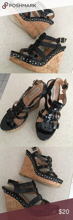 Steve Madden Wedges sz 7.5 Black patent Wedges Steve Madden Shoes Wedges