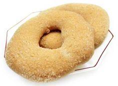 Los roscones una especialidad muy apreciable para el desayuno de jovenes y mayores, pueden ser anisados o simplemente tal cual totalmente naturales ya que sus ingredientes son aceite, harina de trigo, azúcar, huevos.  Cretas  www.hornollerda.com