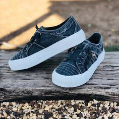 Blowfish Crafty Sneakers in Grey Smoke Fall Fashion Trends, Trendy Fashion, Autumn Fashion, Trendy Womens Sneakers, Trendy Outfits, Puma Platform, Platform Sneakers, Boutique Clothing, Fashion Boutique