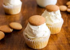 Banana Pudding Cupcakes recipe (with vanilla wafers)  - yummy food dessert idea.