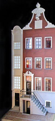 A Beautiful World: Amazing canal house dollhouse!