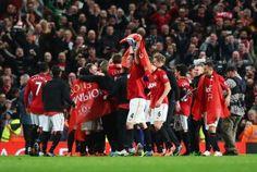 Man United wins title on RVP's hat trick