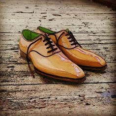 Tan oxford bespoke shoes with lime green lining by Carreducker
