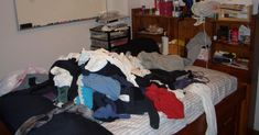 Der Hausputz kann mächtig Zeit und Nerven kosten. Doch es gibt ein paar Tricks, wie du Haus und Wohnung schnell reinlich bekommst. Clean House, Laundry, Organization, Home Decor, Tricks, Couch Slipcover, Cleaning, Diy, Houses