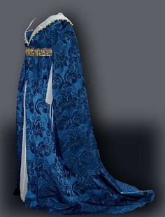 Houppelande (Italian Renaissance) - full, high waisted gown, loosely pleated and belted, worn over a fitted undergown. Renaissance Costume, Renaissance Clothing, Medieval Costume, Renaissance Fashion, Italian Renaissance, Historical Costume, Historical Clothing, Medieval Gown, Medieval Party