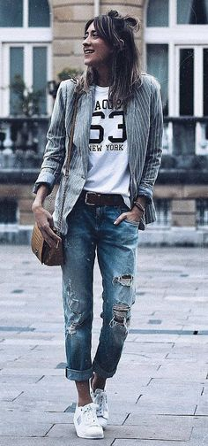 casual style addict | stripped blazer + bag + printed top + boyfriend jeans + sneakers