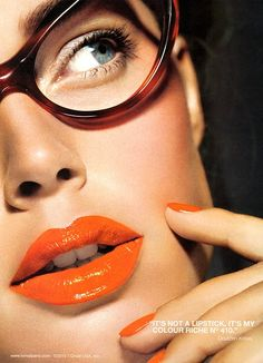 Someone please tell me what brand of eyeglasses Doutzen Kroes is wearing in the Loreal Color Riche lipstick ad?  Possibly Tom Ford?