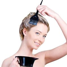Some color their hair to flaunt a new look while many do that to cover up grays. If you belong to the latter, here are 5 natural ways to cover gray hair. Dying Your Hair, Dye My Hair, Hair Dye Removal, Covering Gray Hair, Diy Beauty Treatments, Permanent Hair Dye, Anderson Cooper, Helen Mirren, Red Hair Color