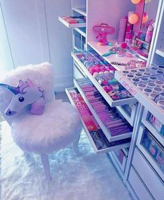 This can be my future room someday.I looovvvveeee unicorns so much I would love this to be my room!