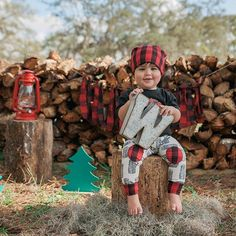 Posting purge of his birthday outfit..can't get over it!  #lumberjackbaby #lumberjackbirthday #westonturningone #firstbirthday