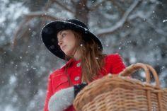 Im Schnee mit Loden. Cowboy Hats, Fashion, Snow, Moda, La Mode, Western Hats, Fasion, Fashion Models, Trendy Fashion