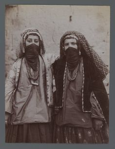 Antoin Sevruguin, Kurdish Jewish Girls, Persia Antoin Sevruguin (Persian, 1830 was a photographer in Iran during the reign of the Qajar dynasty Cyberpunk, Qajar Dynasty, Tribal Costume, Jewish Girl, Iranian Women, Iranian Beauty, Jewish History, Two Girls, People Of The World
