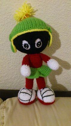 Muñeco Marvin Amigurumi - Patrón Gratis en Español aquí: http://novedadesjenpoali.blogspot.com.es/2014/06/patron-marvin-amigurumi.html