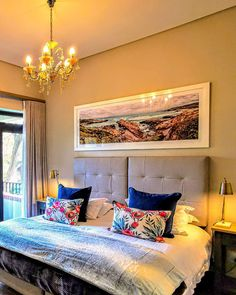 In our luxurious honeymoon suite, Evertsdal has thought of all details to make your night special and memorable. No 1 Gillian Street, Eversdal, Durbanville,