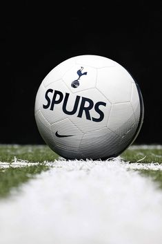 Balón Nike del Tottenham. Foto  Marcela Sansalvador para futbolmania.com  Balón De Fútbol d24389221a119