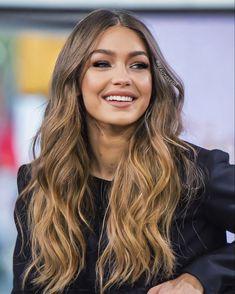 Gigi Hadid Style, Bella Gigi Hadid, Blonde Hair Looks, Mode Inspiration, Mannequins, Pretty Hairstyles, New Hair, Ideias Fashion, Hair Cuts