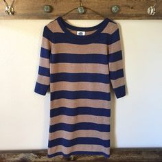Old Navy Striped Knit Dress Fashionable knit striped dress. Tags says fits an xs petite but it fits a regular xs in my opinion. Worn once in like new condition. No signs of wear. Very warm and soft! Old Navy Dresses Midi