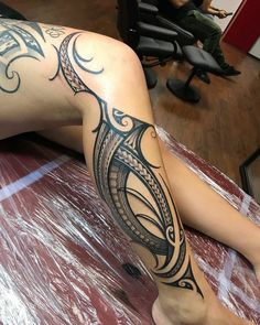 Love this ❤️ - maori tattoos Maori Tattoos, Maori Tattoo Frau, Tribal Hand Tattoos, Polynesian Tribal Tattoos, Tribal Tattoos For Women, Leg Tattoos Women, Maori Tattoo Designs, Shoulder Tattoos For Women, Samoan Tattoo