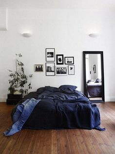 Schlafzimmer Source Home Decor Budget, Home Decor on a budget, Home Deco Bedroom Apartment, Home Bedroom, Cozy Apartment, Apartment Therapy, Master Bedroom, Studio Apartment, Teen Bedroom, Modern Bedroom, Bedroom Black