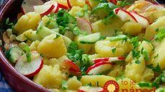 Jarný zemiakový šalát s reďkovkou 750 g zemiakov 1 cibuľu 1-2 strúčiky cesnaku 200 ml kuracieho vývaru 100 ml balsamicového octu Štipku cukru 3-4 reďkovky 1 čerstvú uhorku 1 PL horčice 2 PL najemno nasekanej pažítky 2 PL oleja Zemiaky uvaríme do mäkka. Na oleji osmažíme cibuľku, pridáme cesnak. Znížime teplotu, pridáme vývar a krátko povaríme. Nakoniec do zmesi pridáme soľ, korenie, cukor, ocot, horčicu, premiešame. Zemiaky zalejeme zmesou, pridáme reďkovku, uhorku, posypeme pažítkou