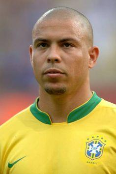 Brazil Football Team, Football Icon, Best Football Players, Arsenal Football, World Football, Soccer Players, Football Shirts, Ronaldo Madrid, Ronaldo 9