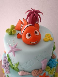 I so wish I could do this or find someone to do it for Brantlee's first birthday Nemo Cake — First Birthday Cakes