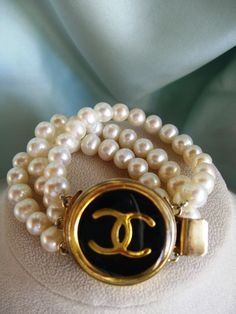 Vintage Chanel  button fresh water pearl bracelet