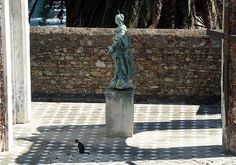 https://flic.kr/p/jA25V | Gatto e figura | still searching the missed cat? There she is! - Location: Italy, Liguria