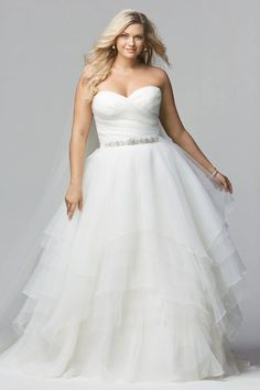 15 Beautiful Plus-Size Wedding Dresses | TheKnot.com