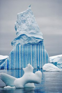Interesting blue stripe pattern on this iceberg in Antarctica. Landscape Photography, Nature Photography, Travel Photography, Beautiful World, Beautiful Places, Les Continents, Snow And Ice, Natural Phenomena, Stock Foto
