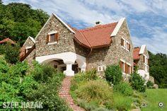 Hagyományőrzés korszerűen - Szép Házak Beautiful Homes, Most Beautiful, Rustic Wood, Exterior, House Design, Traditional, Mansions, Country, Architecture