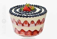 Tiramisu cu capsuni – reteta video Romanian Desserts, Romanian Food, Strawberry Tiramisu, Tiramisu Recipe, Trifle, Food Videos, Food To Make, Sweet Tooth, Food Porn