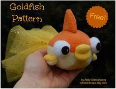 Goldfish Sewing Pattern free sewing pattern and tutorial Sewing Stuffed Animals, Stuffed Animal Patterns, Sewing Projects For Kids, Sewing For Kids, Sewing Ideas, Sewing Patterns Free, Free Sewing, Sewing Diy, Cute Crafts