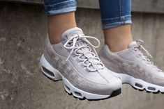 Ideas Sneakers 2019 Dames For 2019 Sneakers Mode, Best Sneakers, Air Max Sneakers, Sneakers Fashion Outfits, Ski Outfits, Nike Air Max, Air Max 95 Premium, Nike Street, Snicker Shoes