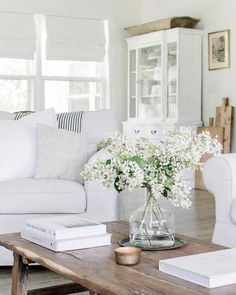 Pin Away Wednesdays: White Rooms and White Decor All white decor, shabby chic, Nordic French, and country interior design inspiration! Pin Away Wednesdays: White Rooms and White Decor Table Decor Living Room, Home Living Room, Living Room Designs, Decor Room, Room Decorations, Christmas Decorations, Hamptons Living Room, Living By Design, Designer Living Rooms