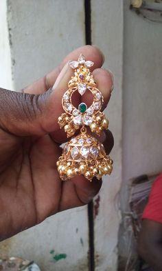 Earrings Gold Jhumka Earrings, Indian Jewelry Earrings, Jewelry Design Earrings, Gold Earrings Designs, Gold Jewellery Design, India Jewelry, Antique Earrings, Designer Earrings, Gold Jewelry Simple