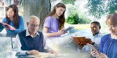 Personas de diferentes edades y razas leyendo la Biblia