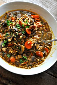 Vegan Roasted Garlic Mushroom and Barley Stew - Rabbit and Wolves - Vegan kochen und backen - Vegan Stew, Vegan Roast, Vegan Soups, Vegan Dishes, Vegan Vegetarian, Vegetarian Recipes, Healthy Recipes, Vegan Barley Soup, Raw Vegan
