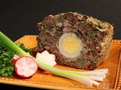 Easter is the only occasion when lamb is served in Romania: we believe it is a pity to sacrifice the life of such a young animal, and only d. Taste Buds, Meatloaf, Bread Recipes, Yummy Food, Delicious Recipes, Lamb, Artsy, Healthy, Breakfast